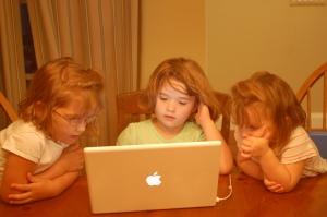 girls-tech-laptop