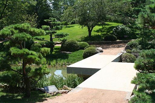 512px-Chicago_Botanic_Garden_-_Zig_Zag_Bridge