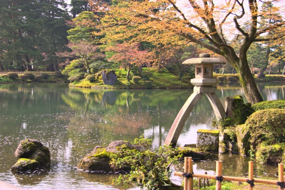 Kenrokuen_garden,_Kanazawa,_Japan
