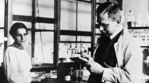 Lise_Meitner_and_Otto_Hahn_German_chemists-SPL-Hero