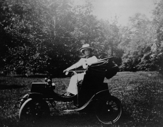 Edith in her electric car 1904